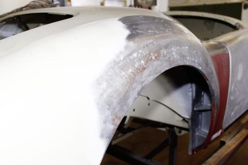 MGA während der Restaurierung, Handwerkskunst an den Kotflügeln