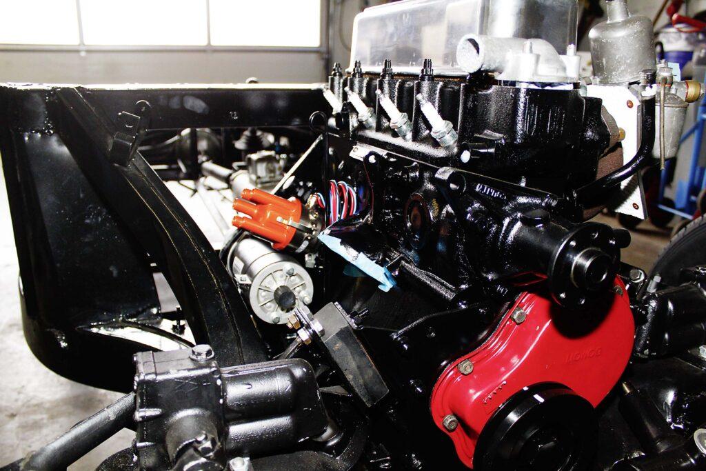 MGA während der Restaurierung, der restaurierte Motor sitzt bereits auf dem Fahrgestell