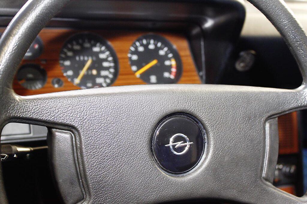 Opel-Rekord-Restaurierung-Innenraum-3